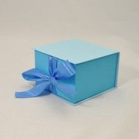 Коробка табакерка 12*12*7,5 см блакитна на срічках