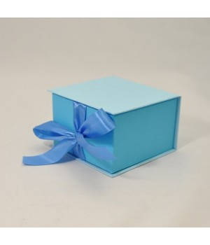 Коробка табакерка 12*12*7,5 см голубая на лентах