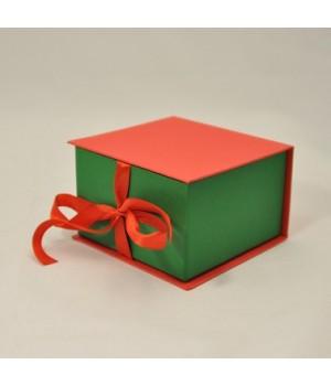 Коробка табакерка 12*12*7,5 см красно-зеленую на лентах