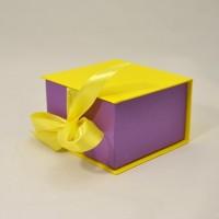 Коробка табакерка 12*12*7,5 см желтая на лентах