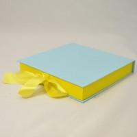 Коробка табакерка 20*20*3 см голубая матовая  на лентах