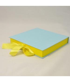 Коробка табакерка 20*20*30 см блакитна матова на стрічках