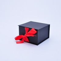 Коробка табакерка 12*12*7,5 см черная матовая на лентах