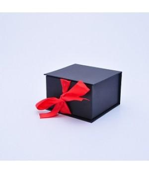 Коробка табакерка 12*12*7,5 см чорна матова на стрічках