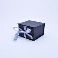 Коробка табакерка 12*12*7,5 см черна с блеском
