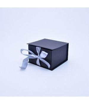 Коробка на стрічках 11*11*7 см чорна з блиском